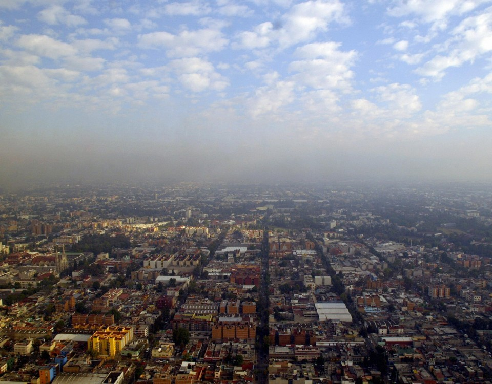 Mexico City, MEXICO: General view early morning 7 February, 2007 of Mexico City already covered by a layer of smog. Mexico City is considered as one of the most polluted cities in the world. AFP PHOTO/Ronaldo SCHEMITD (Photo credit should read Ronaldo Schemidt/AFP/Getty Images)